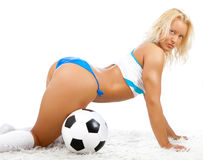Reizvolle blonde Aufstellung mit Kugel Stockfotos