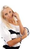 Reizvolle blonde Dame, die durch Telefon benennt Lizenzfreies Stockbild