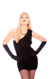 Reizvolle blonde Dame im schwarzen Kleid Stockfotografie