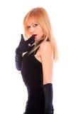 Reizvolle blonde Dame im schwarzen Kleid Lizenzfreies Stockfoto