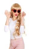 Reizvolle blonde Frau in den Sonnenbrillen Lizenzfreie Stockfotografie