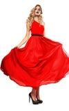 Reizvolle blonde Frau im roten Kleid Lizenzfreie Stockbilder