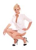 Reizvolle blonde Frau im weißen Hemd ein Stockfoto