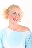 Reizvolle blonde Frau mit der Zunge auf ihrer Lippe Stockfotografie