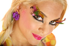 Reizvolle blonde Frau mit stilvoller Verfassung Stockfotografie