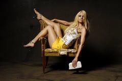 Reizvolle blonde Frau mit Verfassung Stockfotos