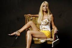 Reizvolle blonde Frau mit Verfassung Lizenzfreies Stockfoto