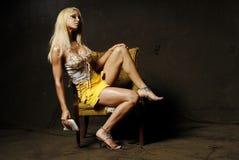 Reizvolle blonde Frau mit Verfassung Stockbild