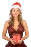 Reizvolle blonde Frau Mrs Klaus mit Weihnachtsgeschenk Lizenzfreie Stockfotografie