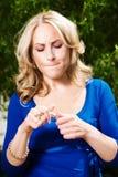 Reizvolle blonde junge Frau Lizenzfreie Stockbilder
