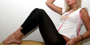 Reizvolle Blondine-Aufstellung Lizenzfreies Stockfoto