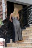 Reizvolle Blondine in einem Abend-Kleid (3) Stockfotografie