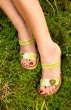 Reizvolle Füße einer jungen Frau. lizenzfreies stockfoto