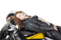 Reizvolle Frau auf einem Fahrrad Lizenzfreie Stockfotografie