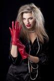 Reizvolle Frau in den roten Handschuhen Stockbilder
