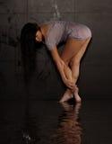Reizvolle Frau in der nassen Kleidung Lizenzfreies Stockfoto