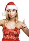 Reizvolle Frau gekleidet als Weihnachtsmann stockfotografie