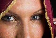 Reizvolle Frau in Headshot Lizenzfreie Stockfotografie