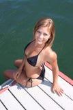 Reizvolle Frau im Bikini lizenzfreie stockfotografie