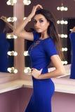 Reizvolle Frau im blauen Kleid Lizenzfreie Stockfotografie