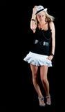 Reizvolle Frau im kurzen weißen Rock Stockfoto