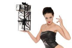 Reizvolle Frau im schwarzen ledernen Korsett stockfotos