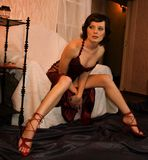 Reizvolle Frau im Stuhl Stockfotografie