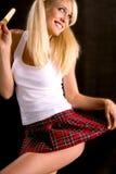 Reizvolle Frau mit Popsicle Lizenzfreies Stockfoto
