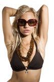 Reizvolle Frau mit Sonnenbrillen Lizenzfreie Stockfotos