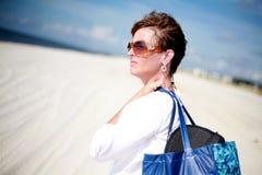 Reizvolle Frau am Strand Stockfoto