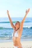 Reizvolle Frau am Strand Lizenzfreies Stockfoto