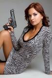 Reizvolle Gewehr-Frau stockbild