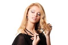 Reizvolle junge blonde Frau Stockfoto