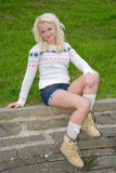 Reizvolle junge blonde Frau Lizenzfreie Stockbilder