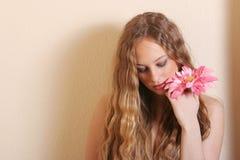 Reizvolle junge blonde Frau Stockfotos