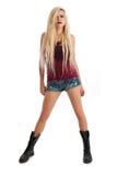 Reizvolle junge blonde Frau in den Denimkurzschlüssen Stockbild