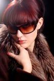 Reizvolle junge Frau mit schwermütiger Leuchte Stockfotos