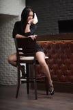 Reizvolle junge moderne Frau Lizenzfreies Stockfoto