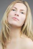 Reizvolle kaukasische blonde Frau Stockfotos