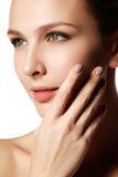 Reizvolle Lippen Make-updetail der Schönheit natürliches Lippen Schöne Verfassung Lizenzfreie Stockfotografie