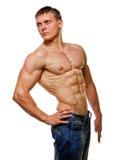 Reizvolle nasse blanke Aufstellung des jungen Mannes des Muskels Stockfoto