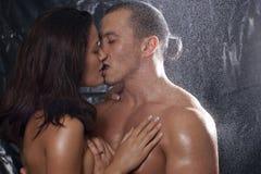 Reizvolle Paare in der Neigung Lizenzfreies Stockfoto
