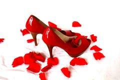 Reizvolle rote Pumpen Stockfoto