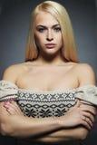Reizvolle schöne Frau Blondes Mädchen der Schönheit Gesundes Haar Stockbild