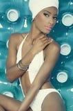 Reizvolle schwarze Frau im Bikini Stockbilder