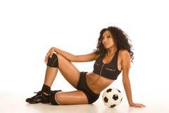 Reizvolle sportliche Frau des Fußballspielers mit Kugel Stockfoto