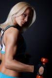 Reizvoller Athlet, der Übung tut Lizenzfreies Stockfoto