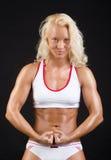 Reizvoller Athlet, der ihre Muskeln zeigt Stockfoto