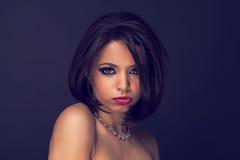 Reizvoller Brunette elegant Stockfotos