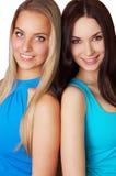 Reizvoller Brunette und blonde Frauen auf Weiß Lizenzfreies Stockfoto